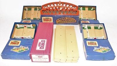 Lot 328 - Tray of Hornby Dublo accessories, to include...