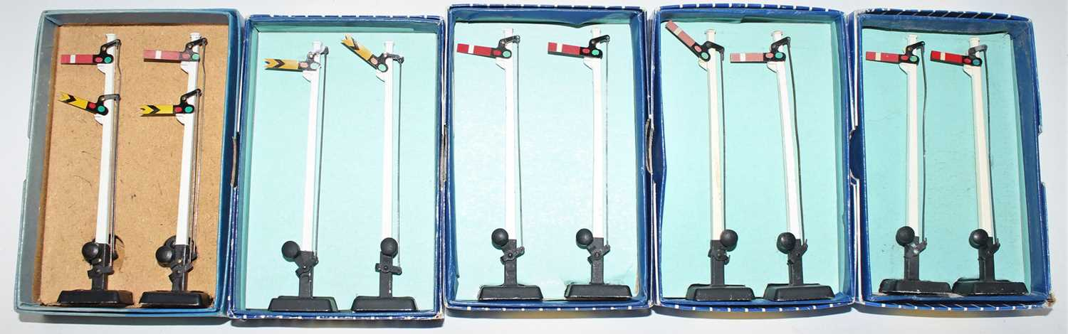Lot 331 - Hornby Dublo Manual Signals, all boxed, 2x...