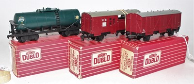 Lot 334 - 3 Hornby Dublo wagons, plastic wheels, 4685...