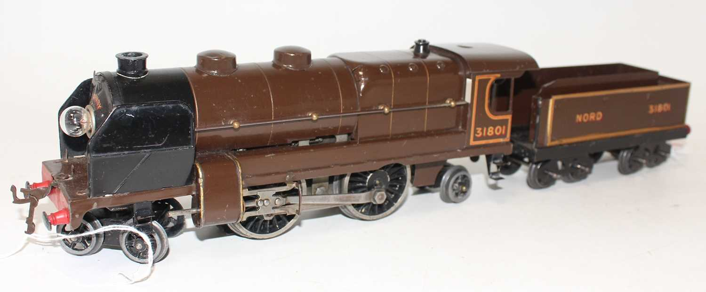 Lot 225 - Hornby 1934-36 E320 20V AC Riviera Blue Train...