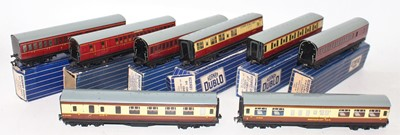 Lot 340 - 8 assorted Hornby Dublo tinplate coaches (All...
