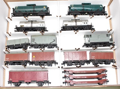 Lot 344 - 15 Hornby Dublo plastic wheeled goods wagons...