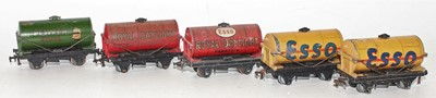 Lot 348 - 5 Hornby Dublo tank wagons, to include 2x Buff...