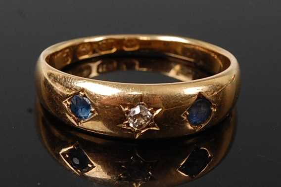 Lot 2584 - A late Victorian 18ct yellow gold, sapphire...