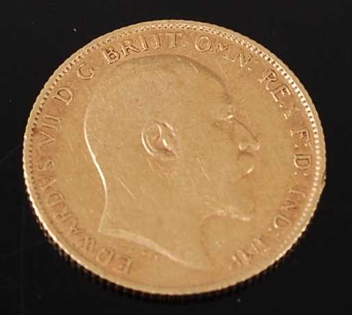 Lot 2040 - Great Britain, 1907 gold half sovereign,...