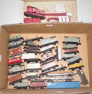 Lot 363 - Approx. 30 unboxed Hornby Dublo mainly plastic...