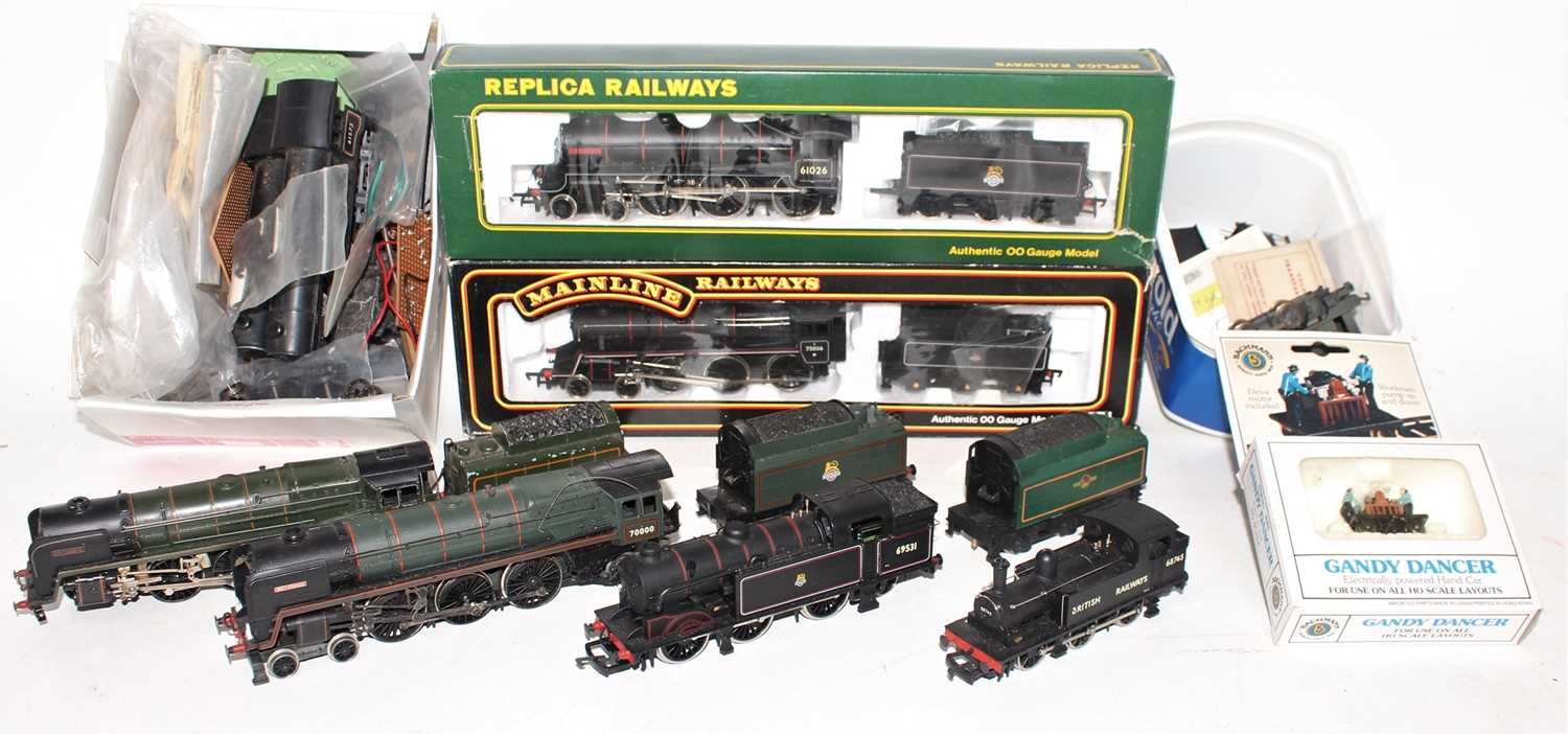 Lot 384 - Tray of locomotives to include Replica...