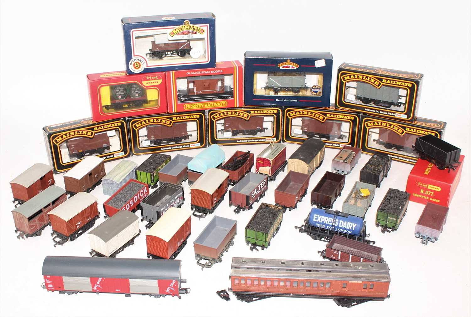 Lot 385 - Tray of approx. 25 wagons, various makes, 12...