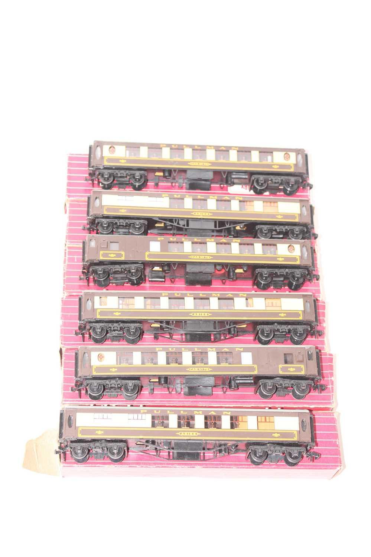 Lot 338 - 6 Hornby Dublo Pullman Cars 4035/6/7, 3x Aries,...