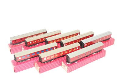 Lot 339 - 8 Hornby Dublo Super Detail maroon coaches, 3x...