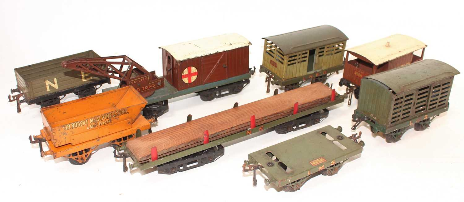 Lot 238 - Hornby Wagons, all would benefit from cleaning...