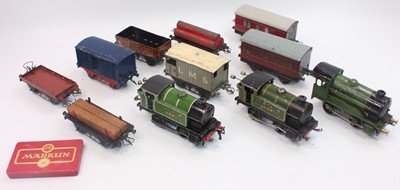 Lot 253 - Tray containing Hornby items to include Pre...