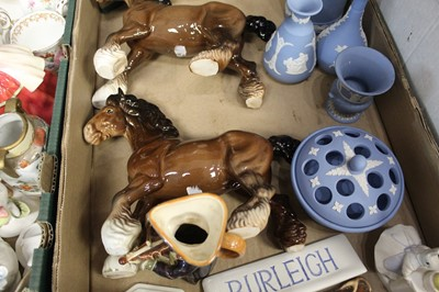 Lot 72 - A box of miscellaneous items, to include a...