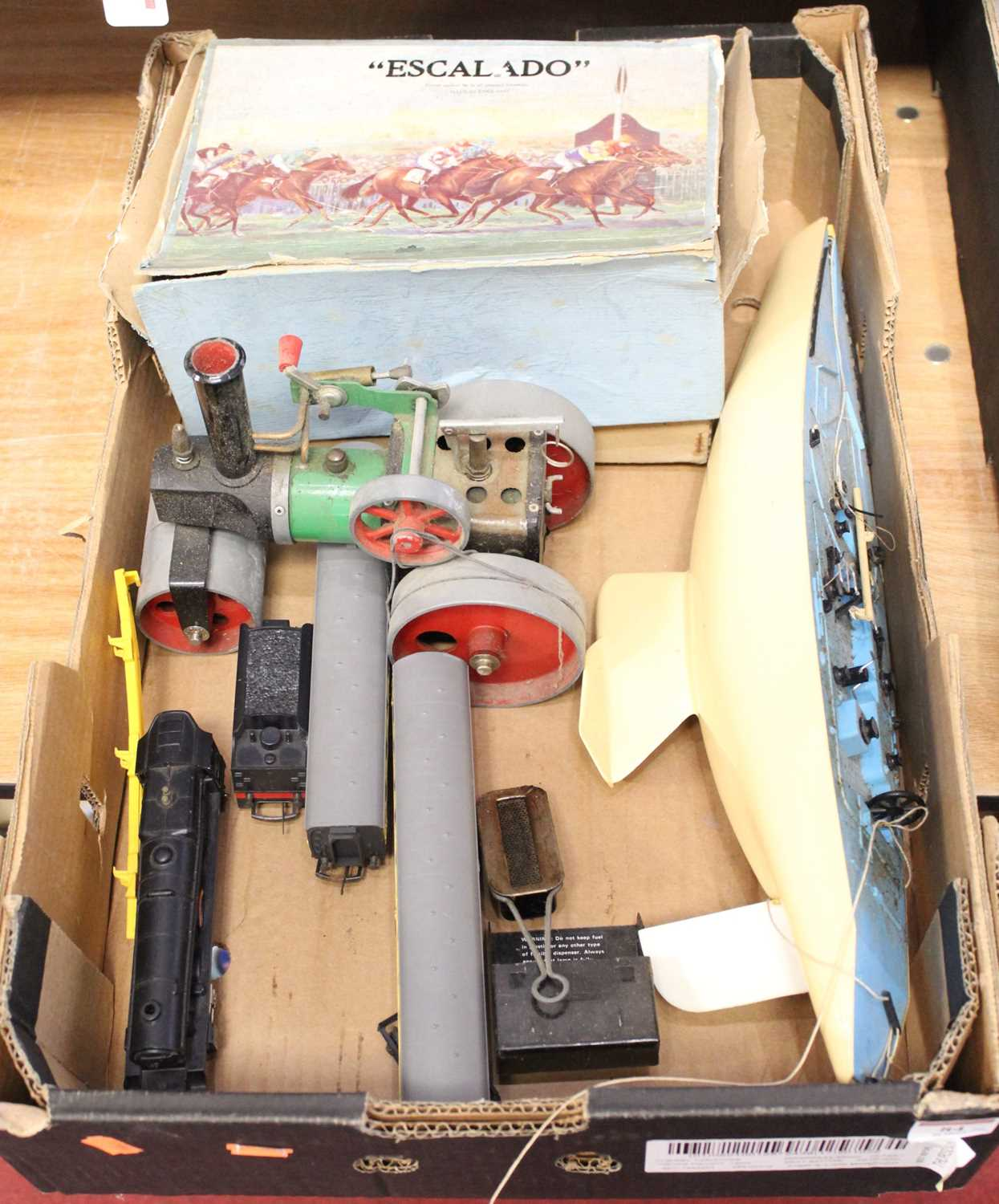 Lot 84 - A box of miscellaneous items, to include a...