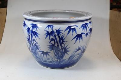Lot 86 - A large reproduction blue and white jardinière,...