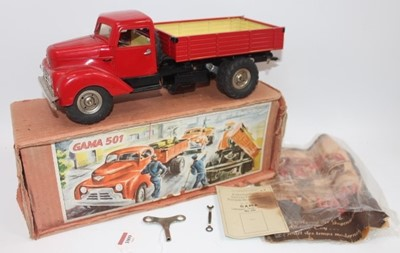 Lot Gama No.501 battery operated and tinplate...