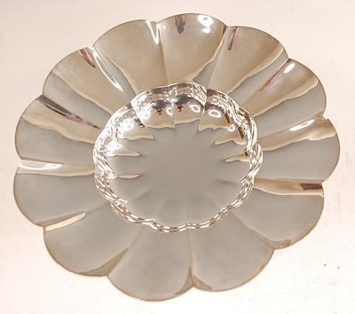 Lot 3071 - A silver pedestal comport, of shaped circular...