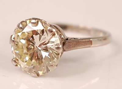 Lot 3100 - A platinum diamond solitaire ring, featuring a...