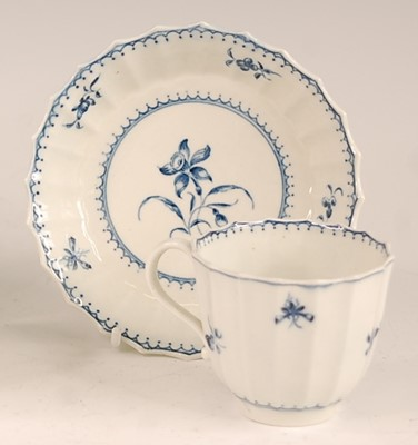 Lot 3021 - An 18th century Worcester tea bowl on stand,...