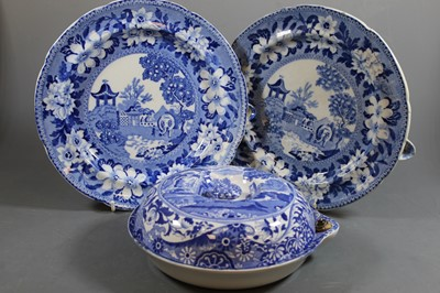 Lot 5 - An early 20th century Copelands warming dish...