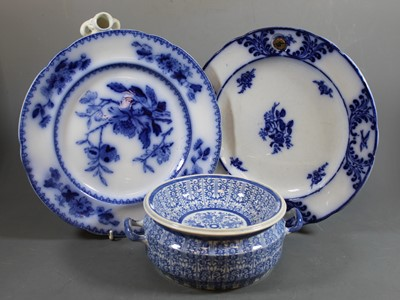 Lot 6 - An early 19th century pearlware warming dish,...