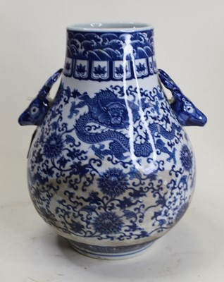Lot 10 - A modern Chinese export blue and white vase,...
