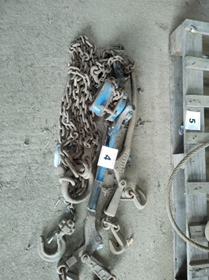 Lot 4 - Qty of Chains and Hoist
