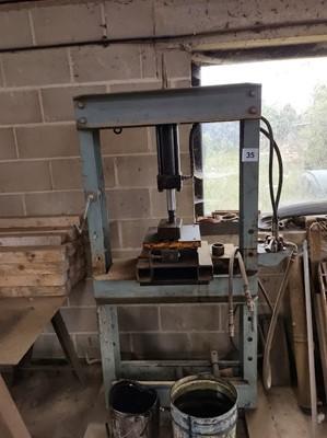 Lot 35 - Metal Press