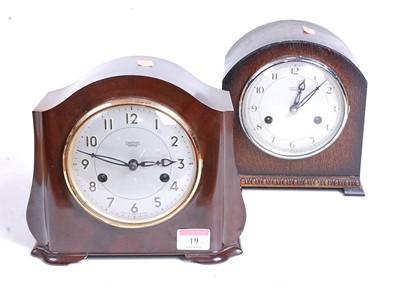 Lot 19 - A 1930s bakelite cased eight-day mantel clock,...