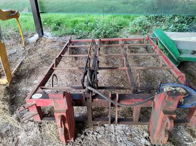 Lot 102 - Farmhand Flat 8 Bale Grab